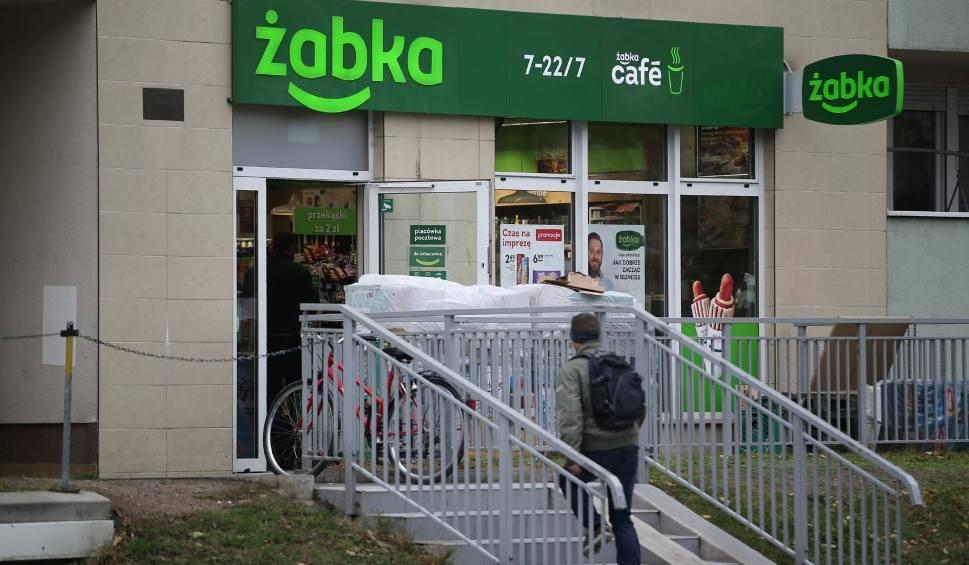Film do artykułu: Sklepy Żabka bez kas - czynne przez całą dobę, siedem dni w tygodniu? Godziny otwarcia Żabki bez znaczenia - sklepy będą otwarte zawsze?