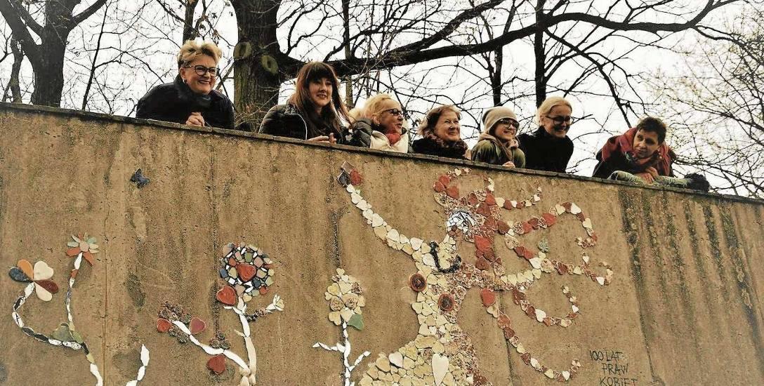 Grupa Women Power niedawno odsłoniła mozaikę ONA nad Odrą. W planach mają już kolejną pracę - ceramiczną łąkę.