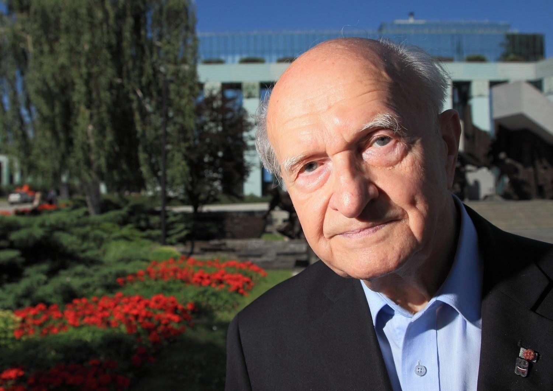 Edmund Baranowski urodził się w 1925 roku. Jest warszawiakiem z krwi i kości...