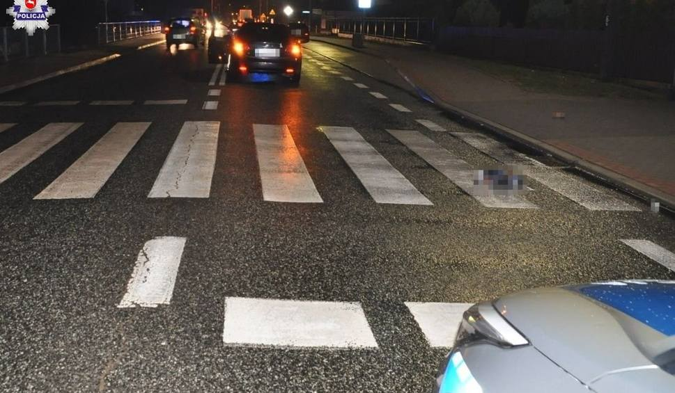 Film do artykułu: Łuków: Mężczyzna potrącony na przejściu dla pieszych zmarł w szpitalu. Kierowca tłumaczy się, że go nie widział