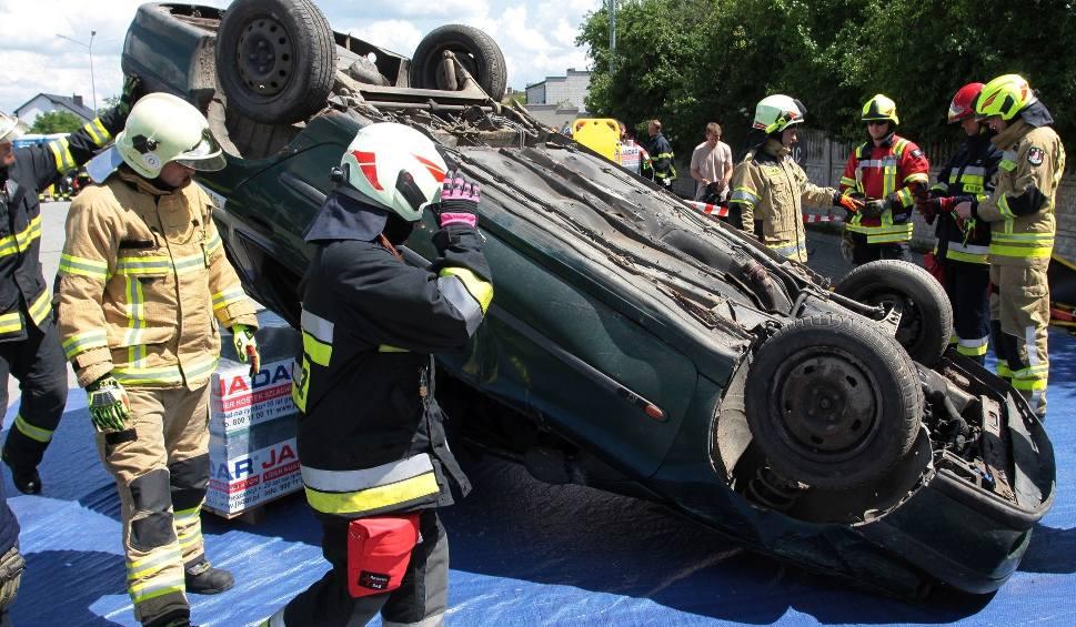 Film do artykułu: Warsztaty Rescue Days 2018 w Skaryszewie. Strażacy szkolili się ratowaniu ofiar wypadków drogowych. Widowiskowe akcje można było oglądać