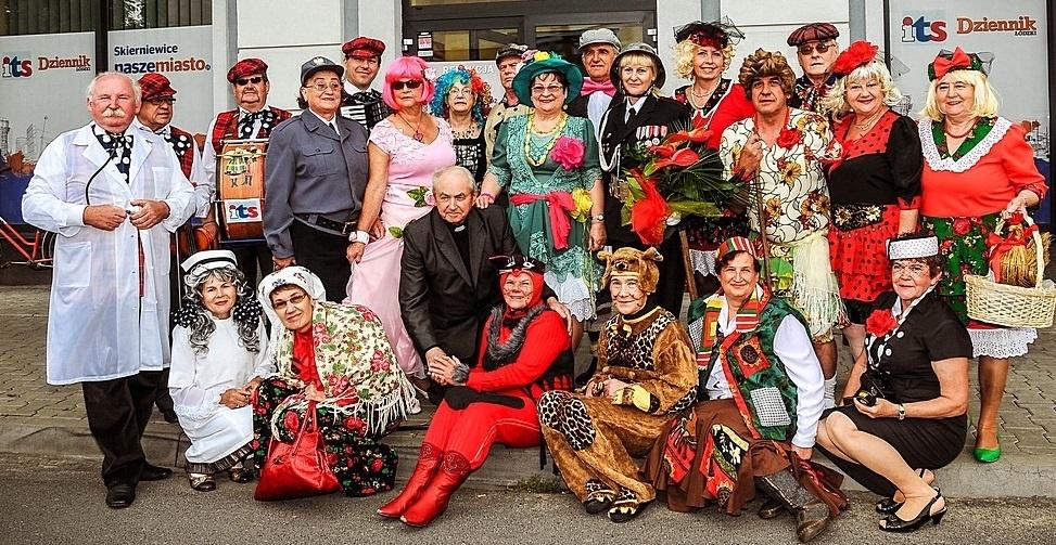 Zespół Ustronie działa przy Klubie Seniora Ustronie w Skierniewicach