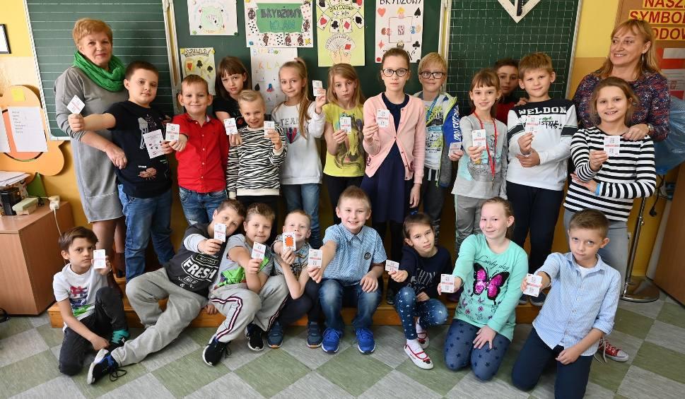 Film do artykułu: Dzieci z dwóch kieleckich szkół uczą się grać w brydża. Wolą go od... gier komputerowych (WIDEO)