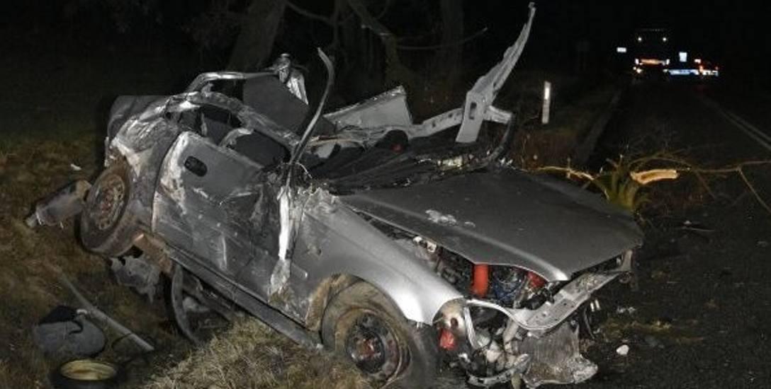 Młody kierowca przecenił swoje umiejętności, rozpędzone auto wypadło z drogi. Zginęła 18-latka. Będzie akt oskarżenia