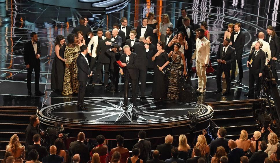 """Film do artykułu: Oscary 2017 [LAUREACI] Zamieszanie na gali: Najlepszym filmem nie """"La La Land"""", a """"Moonlight"""""""