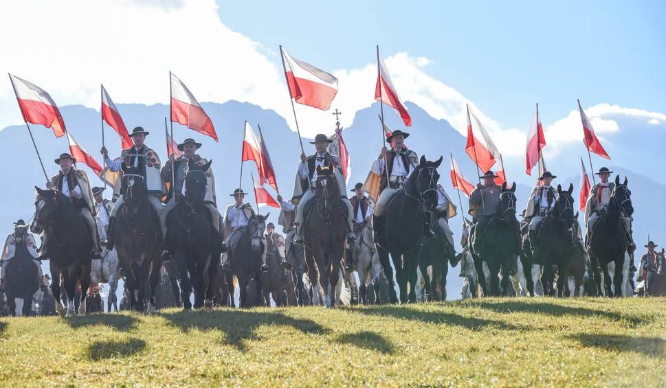Film do artykułu: Zakopane. Góralska banderia konna na 100 lat niepodległości [ZDJĘCIA]
