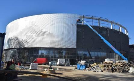 Radom. Inwentaryzują halę i stadion przy ulicy Struga. W maju będzie nowy przetarg na dokończenie budowy