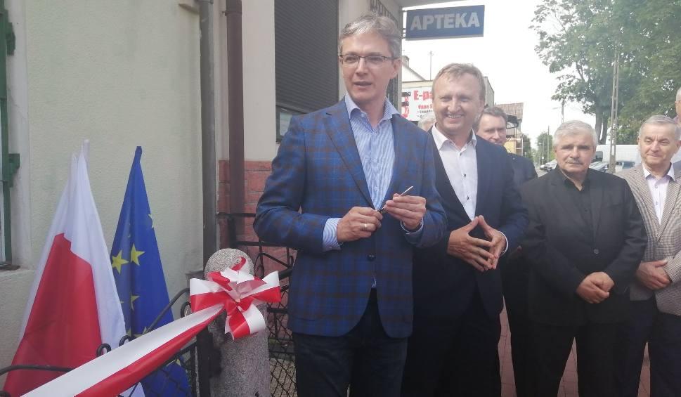 Film do artykułu: Europoseł Adam Jarubas otworzył swoje biuro w Sandomierzu. Była symboliczna wstęga i tort [ZDJĘCIA, WIDEO]