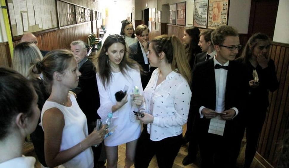 Film do artykułu: Matura 2018 w Lublinie. W środę uczniowie piszą egzamin z matematyki na poziomie rozszerzonym [ARKUSZE CKE, ZADANIA]