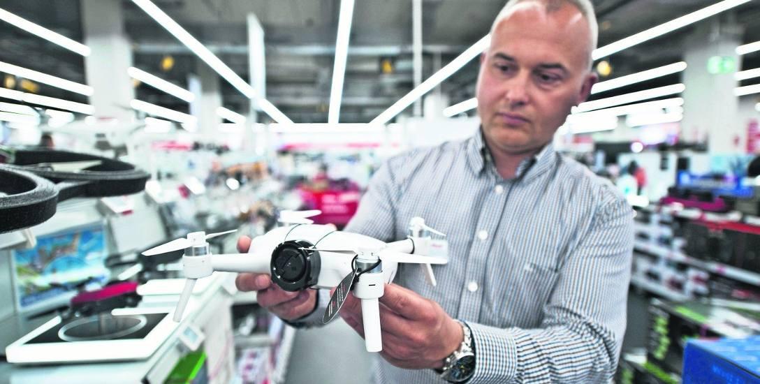 Drony stały się urządzeniami dostępnymi dla każdego. Ich ceny zaczynają się od kilkudziesięciu złotych.