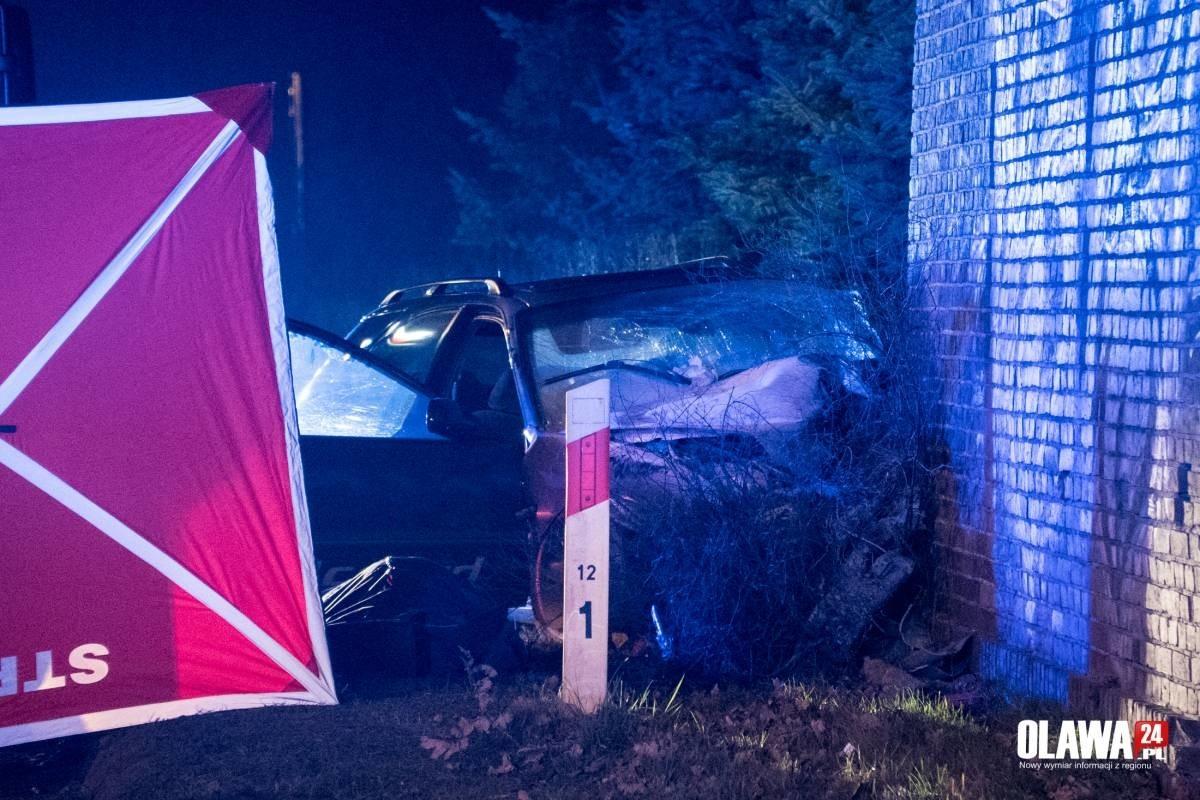 Groźny wypadek pod Wrocławiem. BMW czołowo zderzyło się z