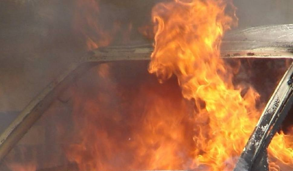 Film do artykułu: Rybnik: Samochód stanął w płomieniach. To podpalenie?