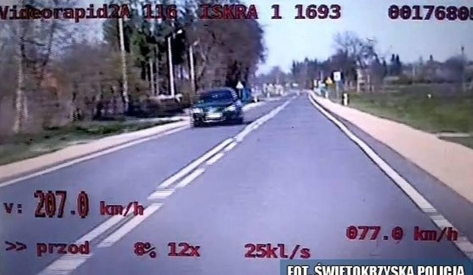 Film do artykułu: Jechał ponad 200 km/h na krajowej drodze w powiecie kazimierskim. Policjanci przypominają o bezpieczeństwie na drogach