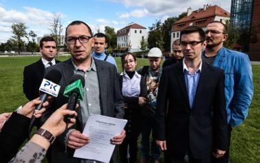 Ze wspólnej listy w ostatnich wyborach parlamentarnych startowali między innymi Paweł Skutecki (z przodu po lewej stronie) z Kukiz'15, jak i Piotr Najzer