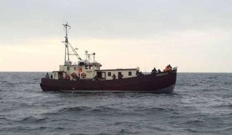 Film do artykułu: Nasza łódź zatonęła w ciągu 1-1,5 godziny - mówi właściciel Miętusa II. Załoga i wędkarze ratowali się schodząc na tratwę ratunkową