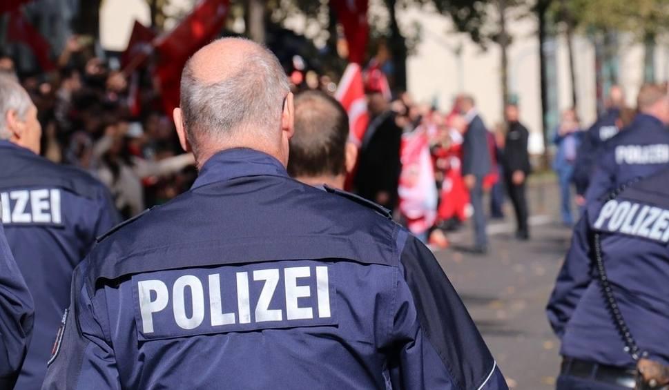 Film do artykułu: Historia sprzed lat: gorzowianin z granatem napadł na konsulat w Hamburgu. Został zastrzelony