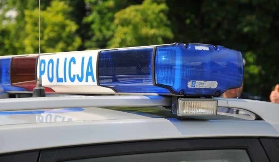 Film do artykułu: Wypadek pod Łowiczem. 18-latek stracił panowanie nad pojazdem