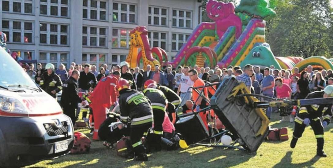 Na ratunek pokrzywdzonym ruszyli strażacy z OSP Skrzyszów. W wyniku zdarzenia poważnie ucierpiał jeden z ich kolegów