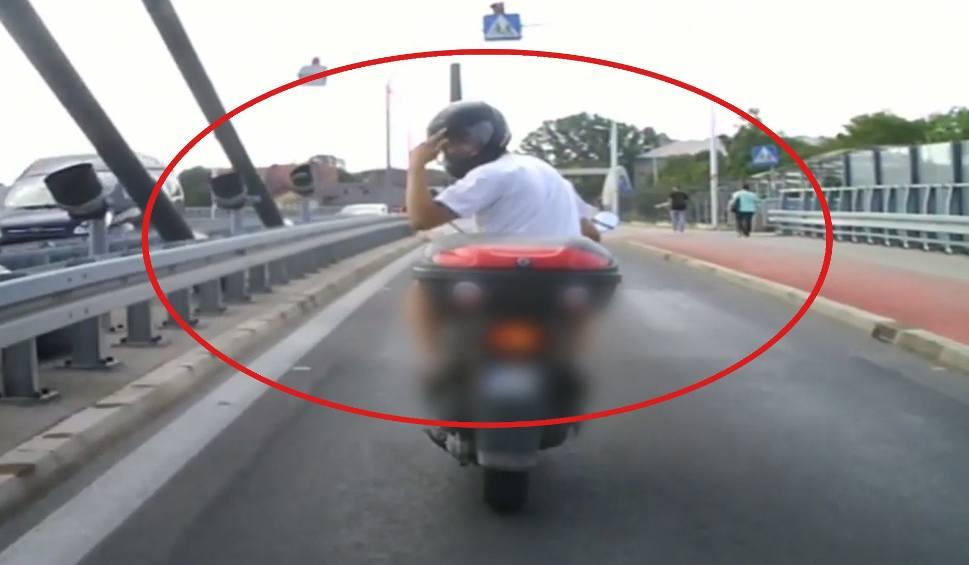 Film do artykułu: Opolski pirat. W Opolu agresywny motorowerzysta prawie doprowadził do wypadku