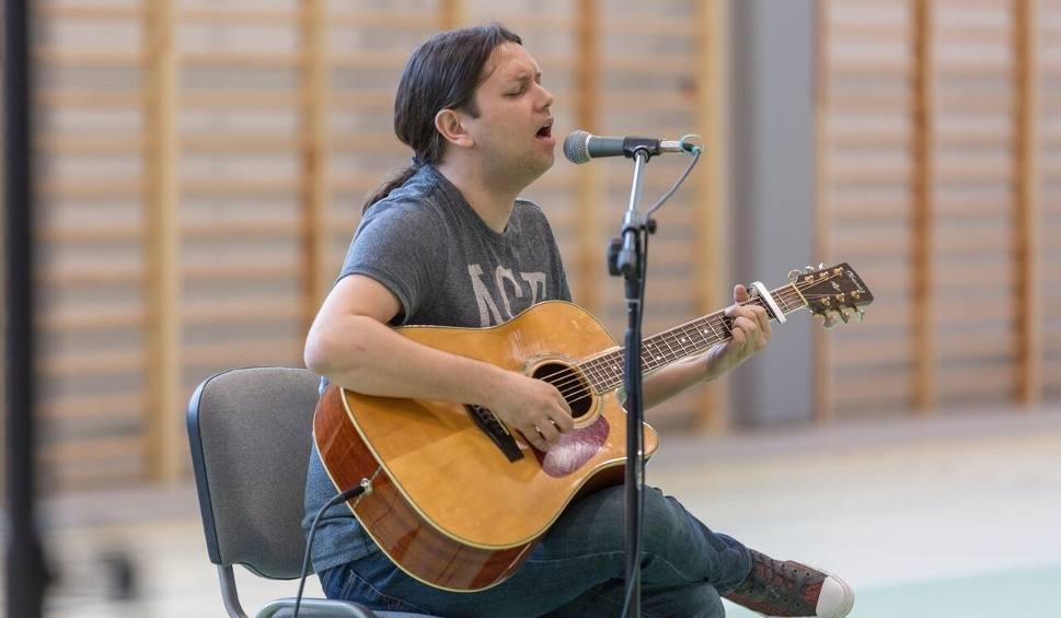 Film do artykułu: Gabriel Fleszar w Żukowie. Koncert profilaktyczny skierowany był do uczniów