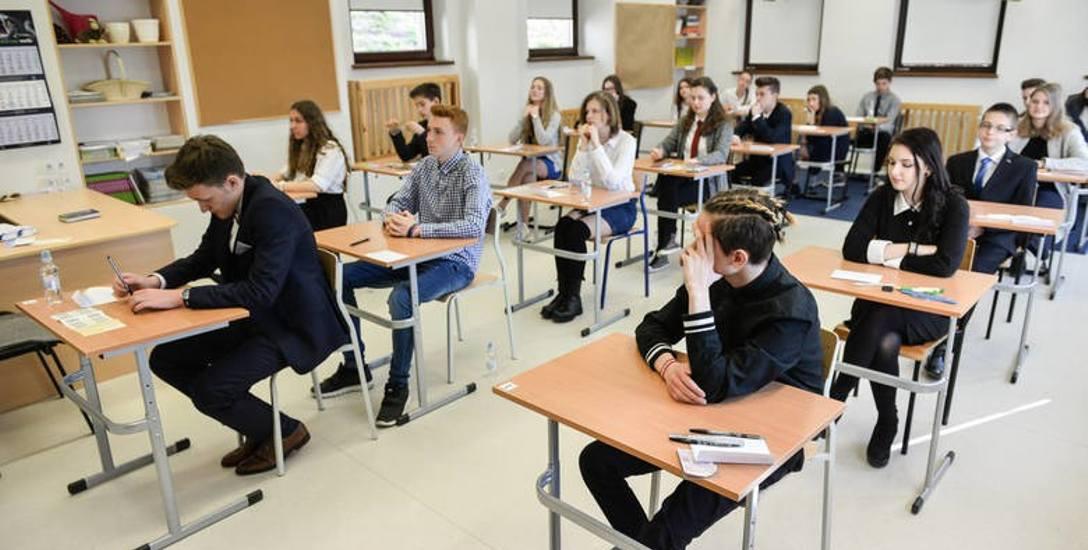 Uczniowie kończący szkołę podstawową w kwietniu po raz pierwszy napiszą egzamin ósmoklasisty