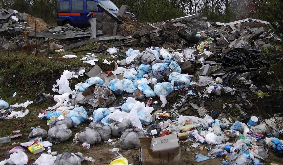 Film do artykułu: Wszyscy mieszkańcy powiatu ostro dostaną po kieszeni. Suchedniowianie pierwsi. Ceny opłat za śmieci mogą wzrosnąć o ponad połowę!