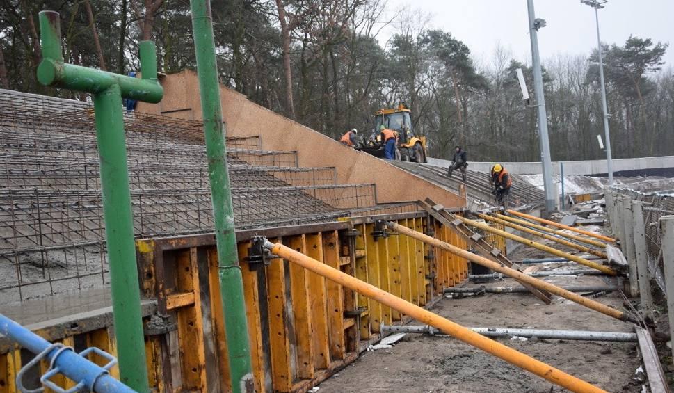 Film do artykułu: Przebudowa stadionu żużlowego w Grudziądzu wykonana jest w 60 procentach [wideo]