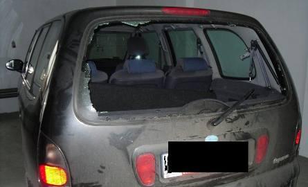 Grozili śmiercią, porwali i wywieźli w samochodowym bagażniku (zdjęcia)