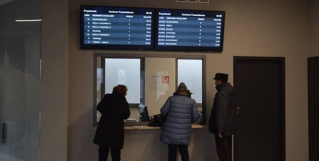 Bilety można kupować zbliżeniowo w terminalu Zintegrowanego Centrum Przesiadkowego, gdzie zamontowano biletomat