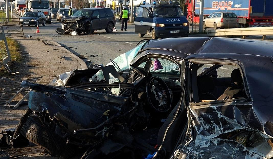śmiertelny Wypadek W Długołęce Zginął 22 Letni Kierowca Audi