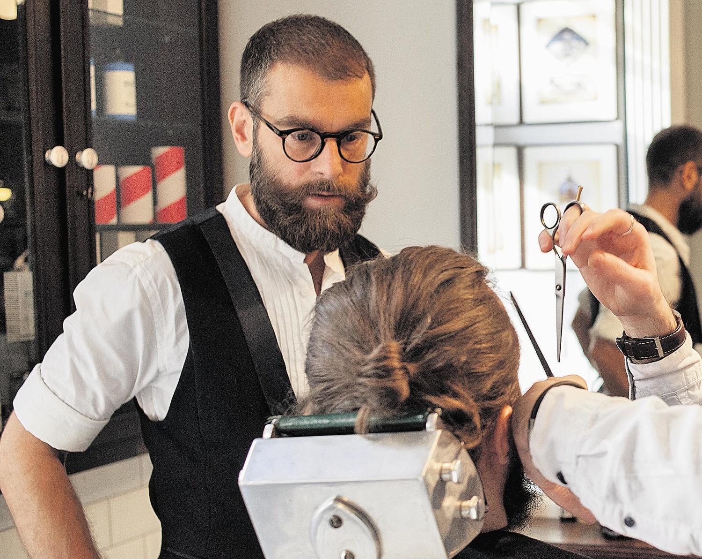 Wojciech Rostowski, wizażysta, właściciel Rostowski Barber Shop, od stycznia zajmuje się męskim zarostem.