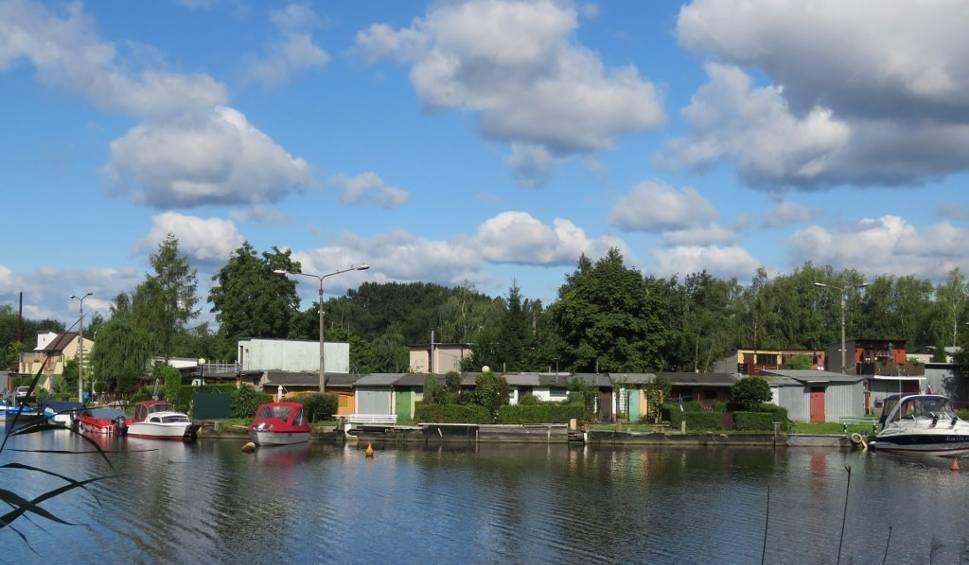 Film do artykułu: Pomosty, tarasy, ścieżki i strefy rekreacyjne powstaną nad Łarpią
