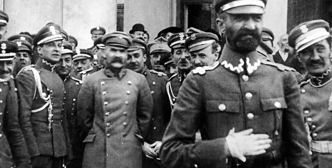 Walery Sławek (na pierwszym planie), fotografia z 1919 lub 1920 r.