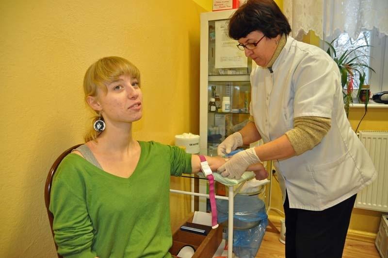 Agata Kotwica, szczecinecka licealistka, oddała dziś krew, aby zostać zarejestrowana w banku dawców szpiku kostnego.