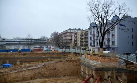 Sprawa dotyczy wynajmu powierzchni w biurowcach przy ul. Wieniawskiej oraz Czechowskiej.