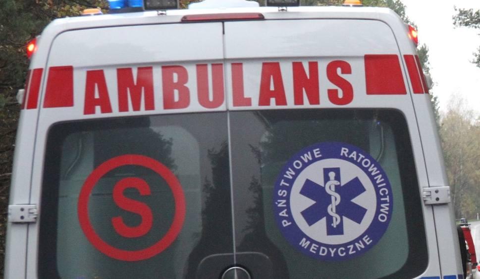 Film do artykułu: Poranna kraksa w Moskorzewie. Kierowca toyoty uderzył w drzewo