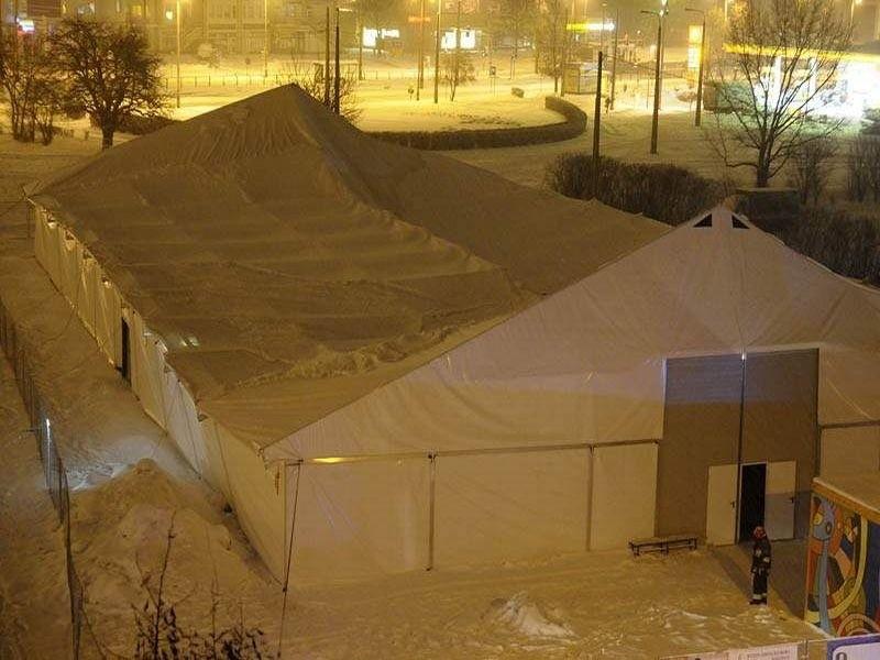 zawalona hala namiotowa w Bydgoszczy