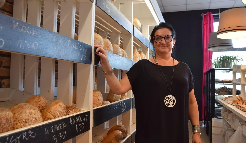 Film do artykułu: Hanna Schornik ze Sławy pokochała piekarnię. W Niemczech była doświadczoną i lubianą położną. Wróciła do kraju by podjąć wyzwanie