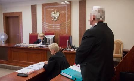 Janusz Ostrowski zgodził się, by podawać jego pełne dane. Jednak na ujawnienie wizerunku zgody nie dał