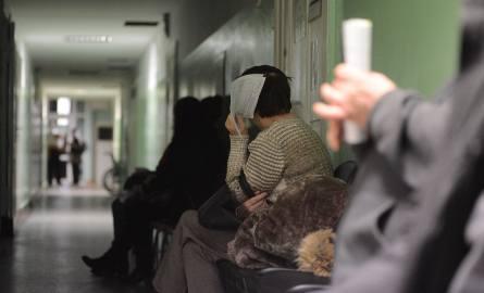 Według nowej ustawy, świąteczną i nocną opieką medyczną mają się zająć szpitale, co wielu chorych może ucieszyć, bo i tak woleli zwykle szukać pomocy