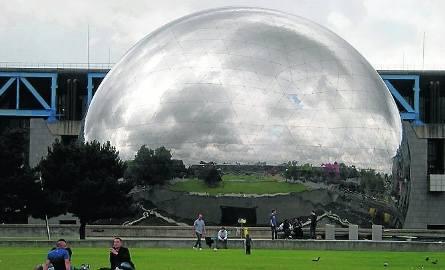 W futurystycznej kuli mieści się kino panoramiczne
