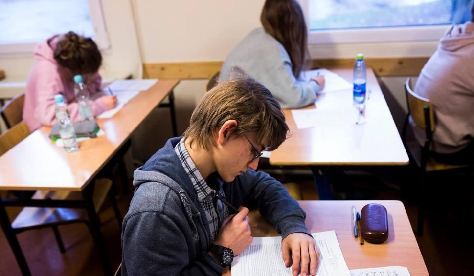 Film do artykułu: Próbny egzamin gimnazjalny 2018 OPERON: matematyka i część przyrodnicza 5.12 (Arkusz, Odpowiedzi)