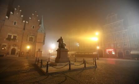 Tak dziś o świcie wyglądał Wrocław we mgle [ZDJĘCIA]