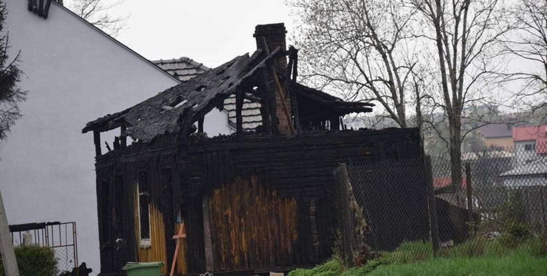 Tragiczny pożar drewnianego domu w Zawierciu. Spłonął w nim 62-letni mężczyzna