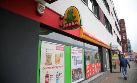 PiS położy kres niedzielnym zakupom w Żabce? Posłowie przygotowali projekt zmian w ustawie o zakazie handlu w niedzielę