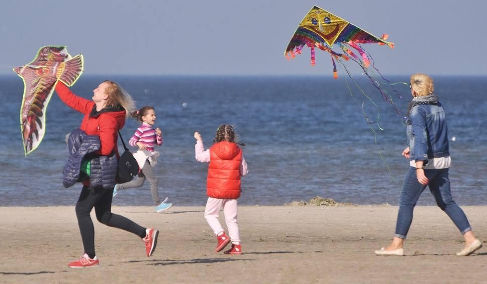 Film do artykułu: Świnoujście. Mnóstwo latawców na świnoujskiej plaży [ZDJĘCIA]