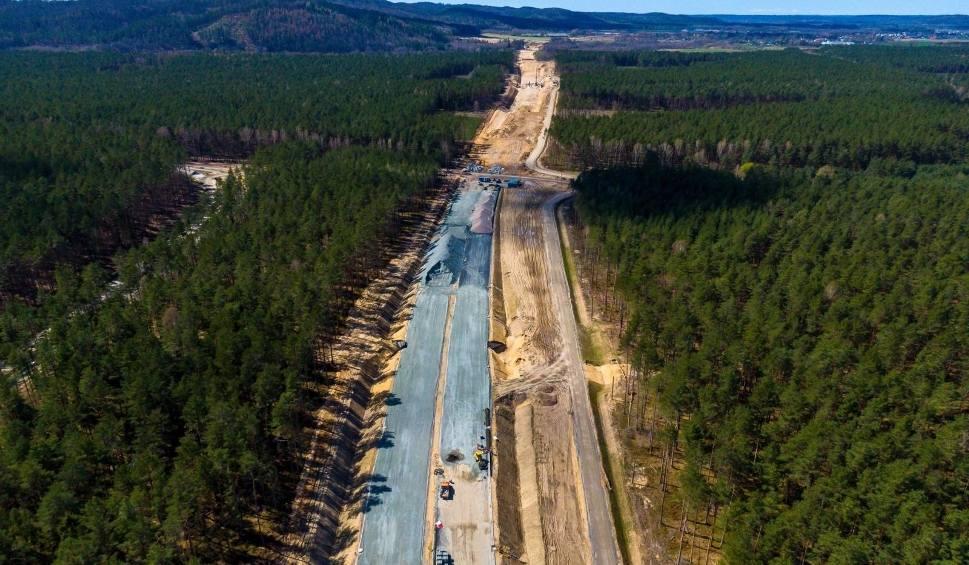 Film do artykułu: Wykonawca drogi ekspresowej S6 Leśnice - Bożepole Wielkie wyłoniony. Łącznie w przetargach pięć odcinków o długości 72 km