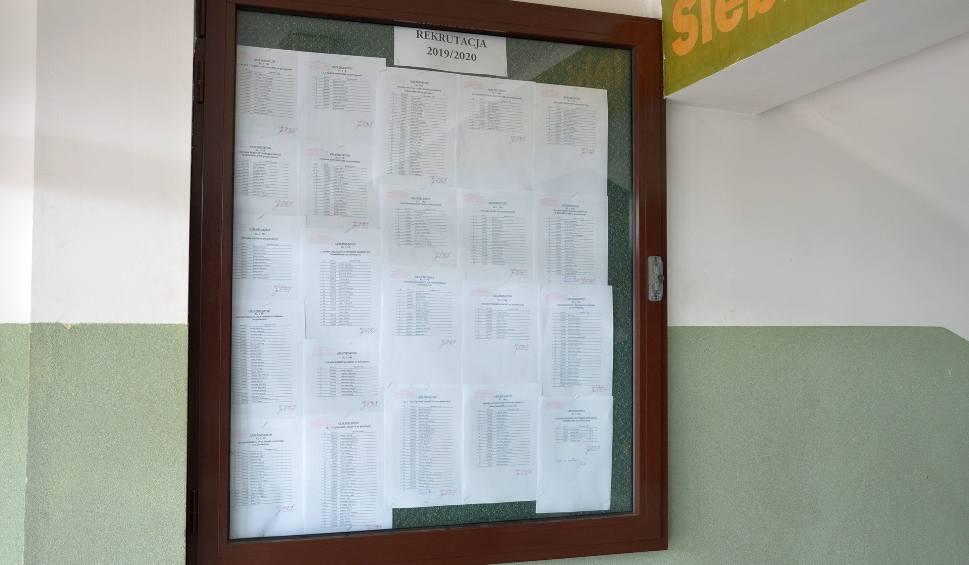 Film do artykułu: W szkołach jest miejsce dla uczniów z powiatu stalowowolskiego i z okolicy