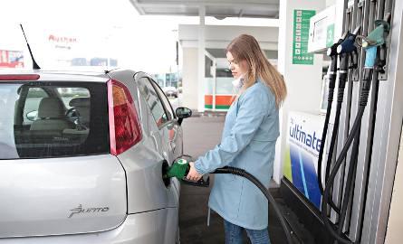 Ceny paliw grudzień 2018. Ile zapłacimy przed świętami? Serwis e-petrol.pl opublikował prognozy cen paliw tuż przed świętami Bożego Narodzenia. Sprawdź