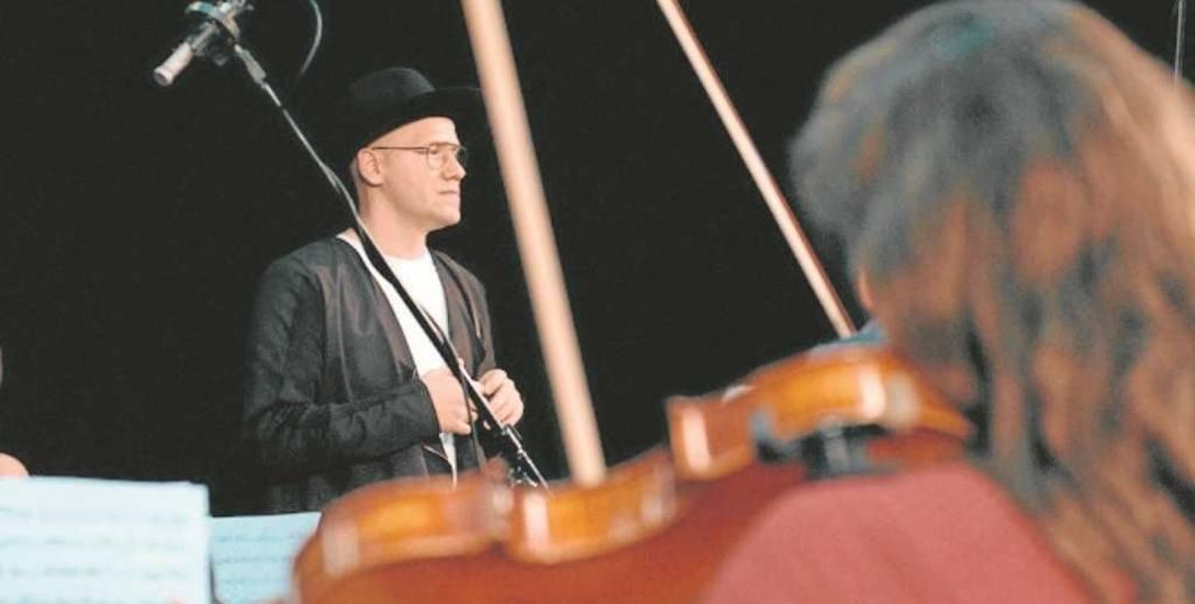 """Próby do koncertu """"Orcheston"""" odbywają się od kilku tygodni - i Gromee dyryguje Orkiestrą Akademii Beethovenowskiej"""